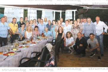 50-г. юбилей събра 50 бивши първолаци във ІІ ОУ – Благоевград, класният Б. Багашев ги скъса на хандбалния тест, но всички получиха 6 на дансинга