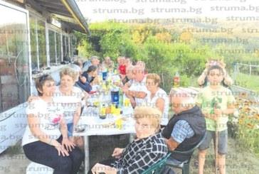 На печено агне под звездите кметът на  с. Горно Хърсово събра приятели за 65-ия си рожден ден