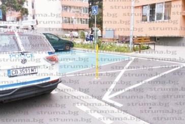 """Забиха 17 антипаркинг колчета пред блоковете на  ремонтираната ул. """"Марица"""",  от 118 паркоместа 13 са за инвалиди"""