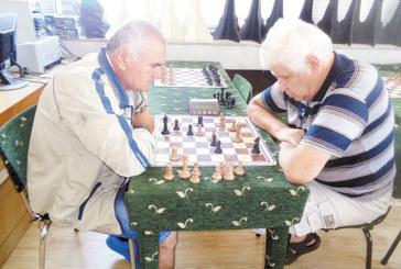 """Бронзовият медалист """"Виктори Благоевград"""" заминава без наемници на държавното първенство по шахмат за ветерани"""