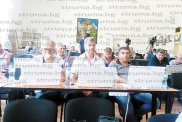 """На """"галоп"""" ОбС – Петрич гласува 53 точки за инвестиционни проекти, продажба на общински имоти и отдаване под наем на земи…"""