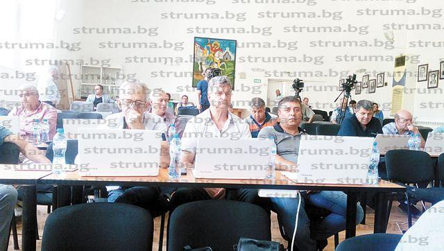 """На """"галоп"""" ОбС - Петрич гласува 53 точки за инвестиционни проекти, продажба на общински имоти и отдаване под наем на земи..."""