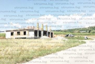 """33-годишна благоевградчанка строи частен траурен комплекс до гробищата в """"Струмско"""""""
