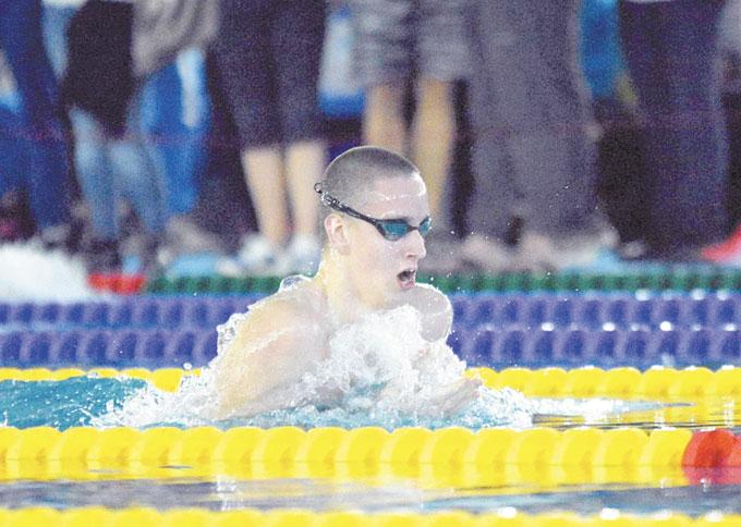 """Плувец на """"Вихрен"""" счупи национален рекорд на световното в Куанджу"""
