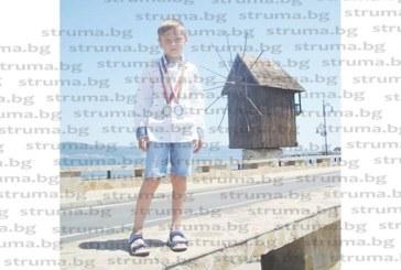 Млад математик влиза наесен в трети клас с два медала, спечелени през ваканцията от олимпиада