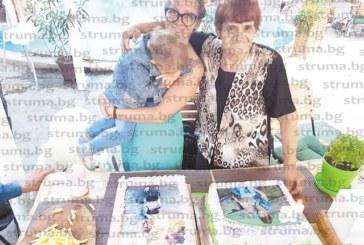 ЮЗУ преподавателка и баба й с общ рожден ден и две торти