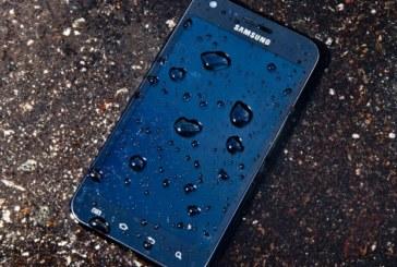 Как да спасим смартфона си, ако падне във вода
