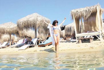 Райна смени Малдивите с Гърция