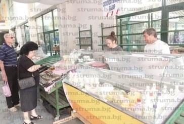 С 8 хладилни витрини потушиха напрежението сред производителите на мляко и млечни продукти на пазара в Благоевград, плащат допълнително само по 2 лв. за тока
