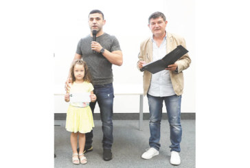 Евромедалистите в борбата от Дупница и Петрич получиха обещаните премии