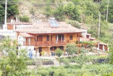 Кмет с шокиращо признание: В Никудин няма къща, която да е законна, вилата на братовчедката на санданския депутат Ат. Стоянов не пречи на никого