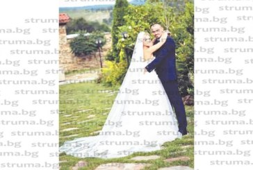 Кметицата на Долен и съпругът й честитиха сватбата на сина им Янис и снахата Мими с почивка на Малдивите