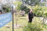 """Свещеникът Филип Бележков празунава 43-ти рожден ден в църквата """"Св. Георги"""" край Банско, сбъдна мерака си да има кон"""
