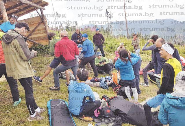 70-г.японка прелетя 12 000 км, за да участва в шампионата по парапланеризъм в дупнишкото село Бистрица