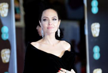 Анджелина Джоли озари Париж