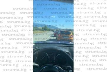 Кошмар на пътя Дупница – Благоевград! Колоната от автомобили е над 10 км.