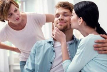 Как да оцелее връзката ви, ако живеете при родителите МУ?