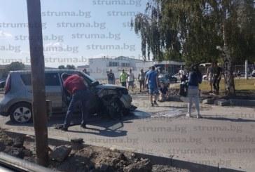 Семейство южнокорейци самокатастрофира на път от Сапарева баня към Дупница, джипът им се заби в бреза