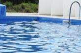 Тръба на басейн засмука 12-годишно момче пред очите на татко му