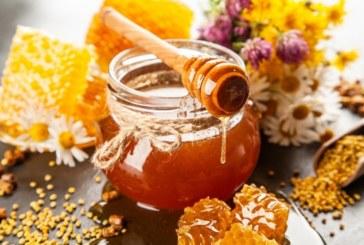 5 причини защо трябва да хапвате по 1 лъжица мед вечер