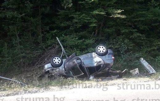 Семейство от Борово оцеля като по чудо, след като колата им се преобърна край разклона за село Елешница