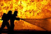 Голям пожар бушува в склад в Ботевград