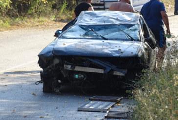Автомобил  по таван край Кочериново, спряха движението