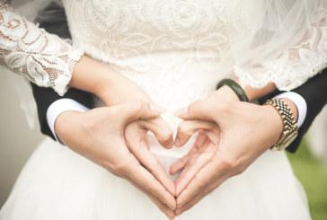 "Индонезиец се венча за две жени, ""за да не обиди никого"""
