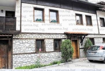 Къщата на един от първите хотелиери в Банско – Л. Калайджиев, на търг заради дългове, фалиралият благоевградски бизнесмен Е. Давидков изгуби пореден имот