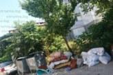 Санданчани пропищяха, улицата им потъна в боклуци, искат спешни мерки за почистването й