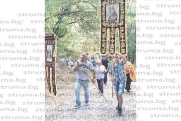Мелник посрещна с литийно ществие чудотворната икона на Св. Богородица Геронтиса, която остава в града като дар от изцелена жена