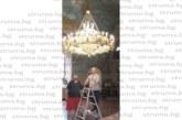 Храмът в Кресна грейна с четири полилея и 126 лампи за празника, местните пуснаха в действие механизирано устройство за печене на агнета