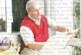 Кюстендилски художник направи изложба в къщата си с над 100 творби по стените и цигулар на двора