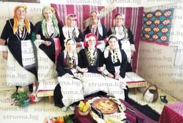 Българи от Дъблин се учиха в Логодаж да пържат на огнище чушки с урда и да шият дантели