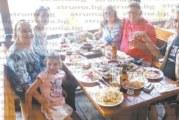 Благоевградчанинът Цветан Ангелски празнува 65-и рожден ден, внучката Вероника избра тортата