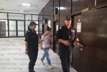 Оставиха в ареста 18-г. Гергана Стоянова, чието бебе почина в Падеж