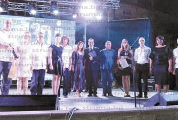 """Кюстендилският """"Еделвайс"""" направи серенада в центъра на Радовиш, Северна Македония"""