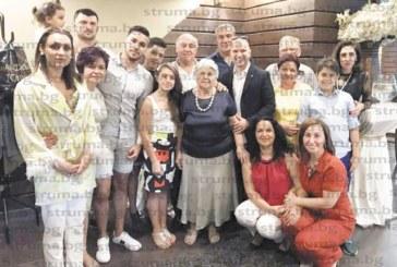 Затрогващо тържество подариха близките за 80-г. юбилей на бившата медсестра в Гоце Делчев Ваня Милчелиева