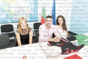 Футболните фланелки на Роналдо, Балъков, Сакалиев… трика на Назарян и Ангелов продават на благотворителен търг за спасяване на детското отделение в Перник