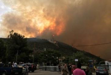 Пожар бушува на остров Тасос