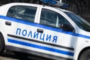 Петричанин качи 12-г. в колата си, опипа я, детето ужасено скочи в движение