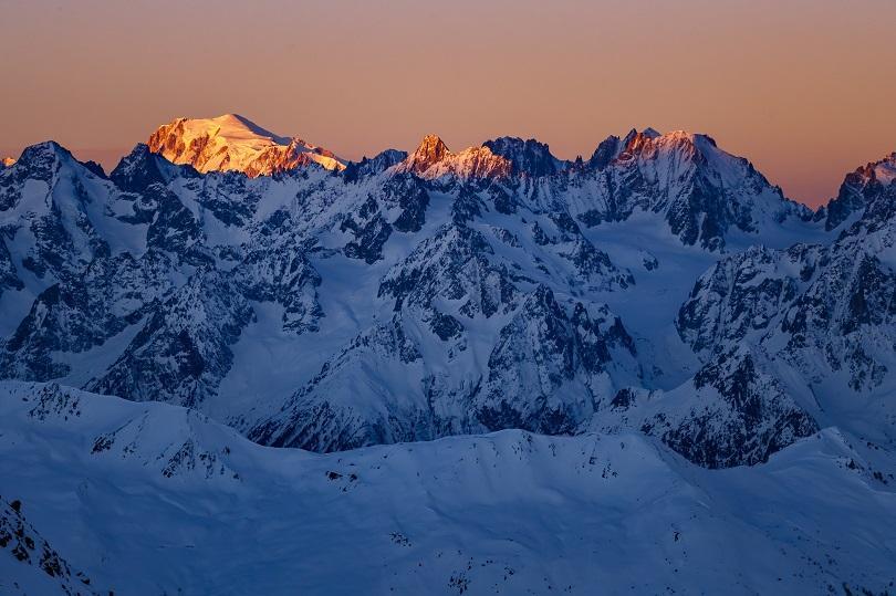 Двама алпинисти загинаха при изкачване на връх в Алпите