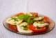 Салата с домати, моцарела и босилек