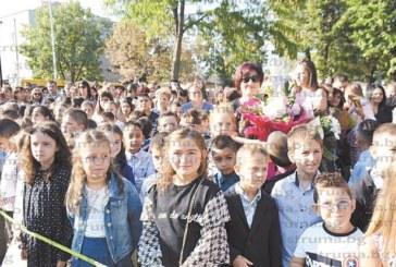 54 първокласници прекрачиха за първи път училищния праг в Симитли