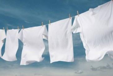 6 трика за снежно бели дрехи, които можете да приложите дори на старите си тоалети