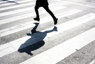 Моторист помете възрастна жена на пешеходна пътека във Велико Търново