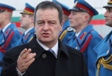Гръм удари самолет със сръбския външен министър