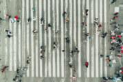 140 души пълзяха в Ню Йорк