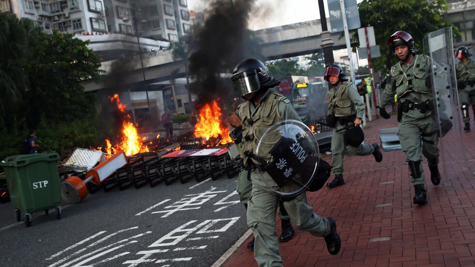 Полицията използва сълзотворен газ срещу протестиращи в Хонконг