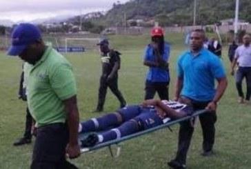 Мълния спря футболен мач, трима състезатели поразени